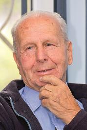 Pan Stefan ma 90 lat. Wygląda na znacznie mniej