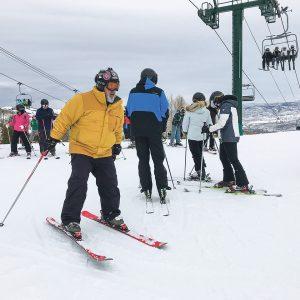 Szusując na nartach, dbasz o kondycję i dobre samopoczucie. Trzeba jednak robić to z rozwagą
